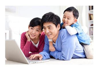 养育男孩应该怎么做?父母的做法各有不同