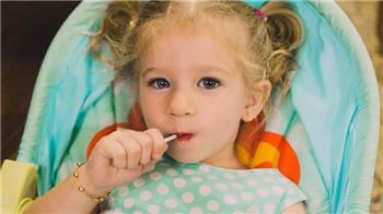 父母应该如何改善孩子注意力不集中的问题?